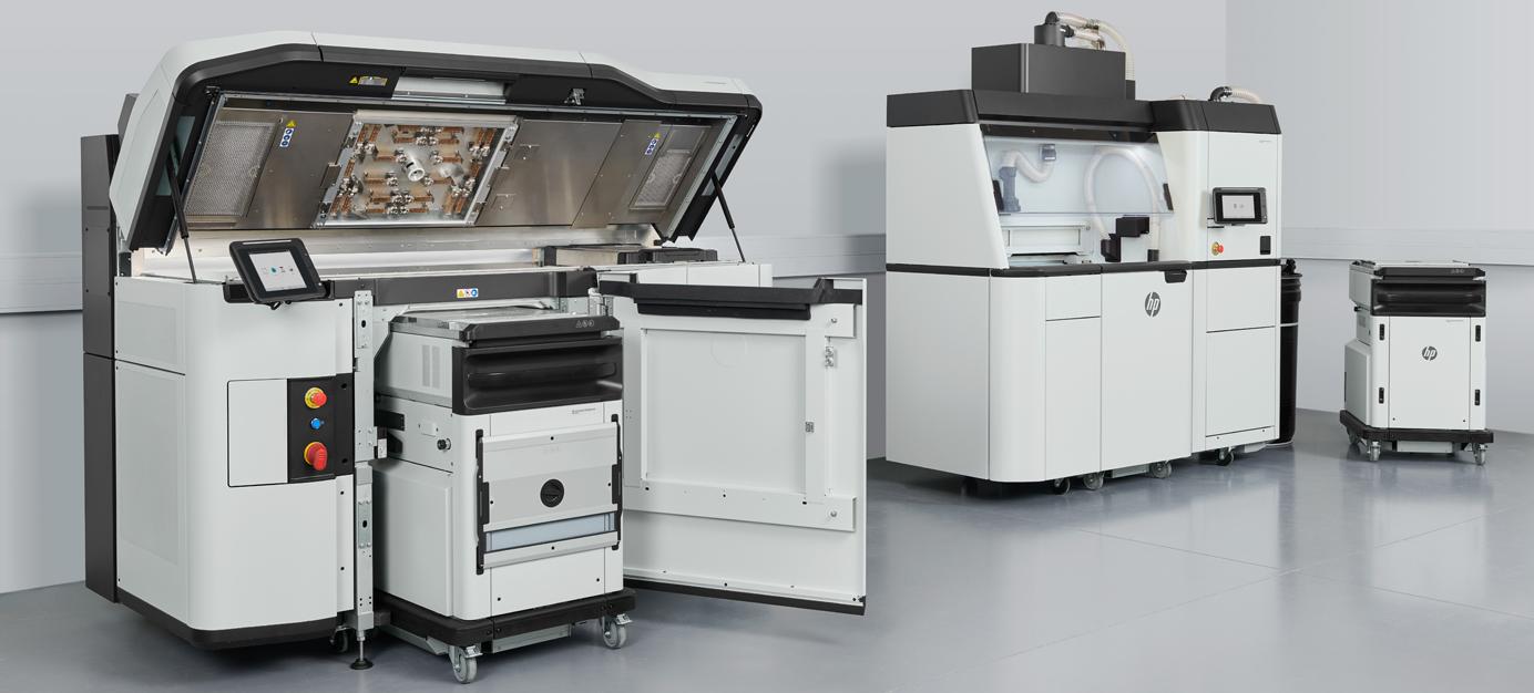 HP Jet Fusion 5200 3D Drucker mit Processing Station geöffnet